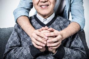 投保老人医疗保险的建议