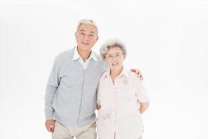 50岁年龄段的老人买什么保险好