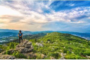 下个月打算和朋友出去旅游,可是应该如何选择旅游保险呢?