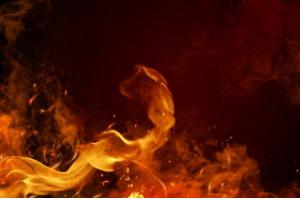 台高速发生火烧车事故,紧急时刻如何逃生?